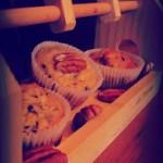 Muffin con noci pecan,sciroppo d'acero e cioccolato