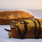 Pane alla banana e gocce di cioccolato senza lattosio