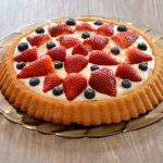 Crostata morbida con Namelaka, fragole e mirtilli